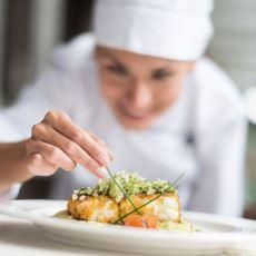 Aşçılığa Yeni Başlayanların Zorlu Mutfak Atmosferinde Çok İşine Yarayacak Tüyolar