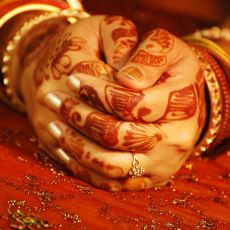 Farklı Kültürlere Mensup Ülkeler Evlilik Yüzüğünü Hangi Ellerine Takıyor?