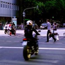 Almanya'da Trafik Işıkları Yanmadığı Sırada Yaya ve Sürücülerin İnsana Derin Bir Ah Çektirecek Düzeni