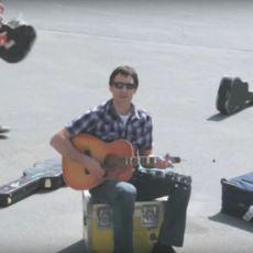 Çektiği Videoyla Gitarına Hasar Veren Şirketin Hisselerini Düşüren Dave Caroll'un İbretlik Hikayesi