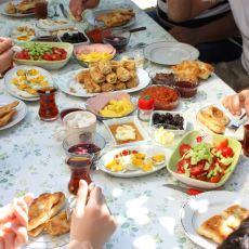 Erken Saatte Olmasına Rağmen Huzur Veren Sofraların En Samimisi: Bayram Kahvaltısı