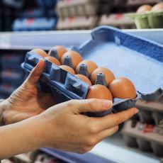 Bakkal ve Marketlerde Dışarıda Satılan Yumurtayı Eve Gidince Neden Buzdolabında Saklıyoruz?
