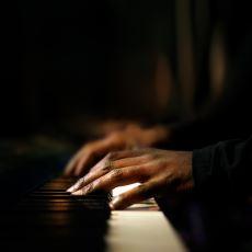 Dinlendiği İlk Andan İtibaren İnsanı Bambaşka Bir Dünyaya Sürükleyen Enstrümantal Şarkılar