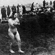 Letonya'da Çekilmiş Nazi Kurbanı Kadınların Kan Donduran Fotoğrafı