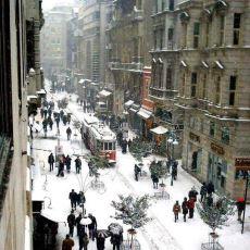 İnsanı Durduk Yere Geçmişe Götürüp Hüzünlendiren Fotoğraf: Ocak 2002 İstiklal Caddesi