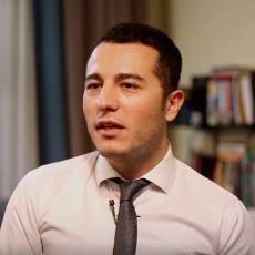 İzlerken İstanbul'dan Kaçıp Gitme İsteğinizi Tavan Yaptıracak Bir Beyaz Yakalı Videosu