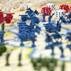 Kutu Oyunu Denince Pek Çok Kişinin Monopoly ile Birlikte Aklına Gelen Oyun: Risk
