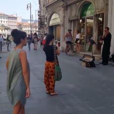 İtalya'da Sokakta Dans Eden Filistinli Kız