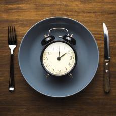 Uzun Süre Yememeye Dayalı, Oruca Benzeyen Bir Beslenme Biçimi: Intermittent Fasting