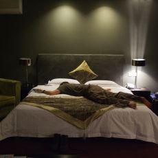 Amsterdam'da Mantar Yedikten Sonra Kafası Güzel Olan Gencin Kopartan Hikayesi