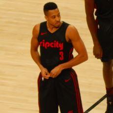 "Basketbolcu CJ McCollum'un İnternet Fenomeni Olan ""Jennifer"" Hikayesi"