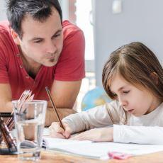 Anaokuluna Giden Yeğeninin Ödevini Fazla Ciddiye Almış Bir Dayının Tatlı Anısı