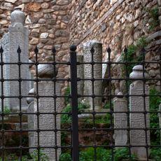 Orta Asya'dan Gelen Bir Kültürün Devamı: Osmanlı Mezar Taşları