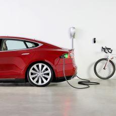 Tesla'nın Irma Kasırgası İçin Yaptığı Menzil Güncellemesi Tartışma Yarattı