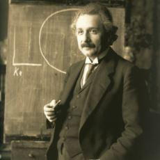 """Albert Einstein """"Tanrı Zar Atmaz"""" Derken Yanılıyor muydu?"""