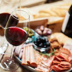 Şarabın Çeşidine Göre Ayrı Ayrı Sınıflandırılmış Yanında İyi Gidecekler Listesi