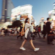 Bazı İnsanlar Neden Telefonla Konuşurken Yerinde Duramayıp Sürekli Yürür?