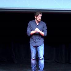 Metin Hara'nın TEDx Konuşması Esnasında Dünyayı Güzelleştirdiği İlginç An