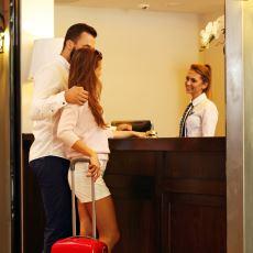 Otelde Kalmak İsteyen Bir Çiftin Evlilik Cüzdanı Göstermesi Hukukî Bir Zorunluluk mu?