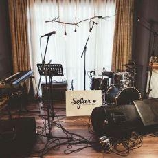 Sınırlı Sayıda Dinleyiciyi Başarılı Müzisyenlerle Ev Konserlerinde Buluşturan Müzik Hareketi: Sofar İstanbul
