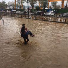İstanbul'daki Şiddetli Yağmur ve Doludan Sosyal Medyaya Yansıyan Akılalmaz Görüntüler