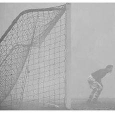 1937'de Sis Yüzünden Yarıda Bırakılan Chelsea - Charlton Maçında Sahada Unutulan Kaleci