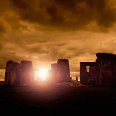 Paganların Kurban Ayinlerinde Kullandıkları Düşünülen Asılı Taşlar: Stonehenge