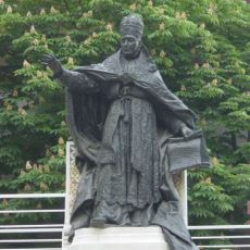 Şişli'de Bulunan St. Esprit Katedrali'ndeki Papa Heykeli Neden İnşa Edildi?
