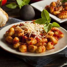 Şaraba Çok Yakışan ve İnsanı Gerçek Bir İtalyan Havasına Sokan Yemek: Gnocchi