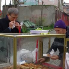 Orhan Pamuk'un BBC Belgeselindeki İlginç Seslenişi: Merhaba Poğaçacı