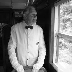 Yaşlı Bir Garson Görünce İstemsizce Çöken Hüzün
