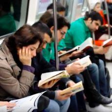 Toplu Taşımada Kitap Okumanın Şov Olması Görüşüne Tokat Niteliğinde Bir Yorum