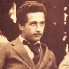 Albert Einstein'ın, Lisede Derslerinin Kötü Olduğu Efsanesi Doğru mu?