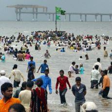 Hindistan'da Akıl Almaz Olay: Endüstriyel Atık Dolu Körfeze Damacanalarla Akın Eden İnsanlar