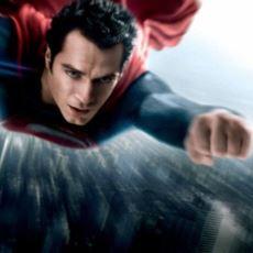 Superman Uçarken Neden Kolunu İleri Doğru Uzatıyor?