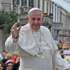 Papa, Neden Bugün Hz. İsa'dan Bile Daha Dokunulamaz Bir Şahsiyet?