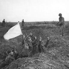 Teslim Olma Anlamı Taşıyan Beyaz Bayrağın Tarihi Nereye Dayanıyor?