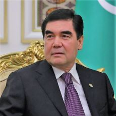 Türkmenistan Başkanı Berdimuhamedov, Gerçekten Köpeğinin Heykelini mi Diktirdi?