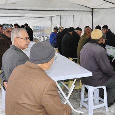Ülkemize Has, İlginç Geleneklerden Biri: Cenaze Evinin Yemek Dağıtması