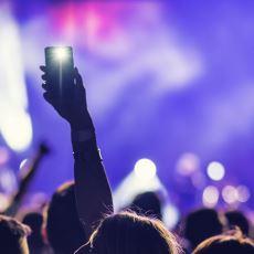 Günümüz Gençliğinin Yaptığı En Korkunç Hata: Anı Yaşamak Yerine Cep Telefonuyla İlgilenmek