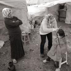 Ayda Bir Dükkanını Kapatıp Köy Çocuklarının Saçlarını Ücretsiz Kesmeye Giden Güzel İnsan