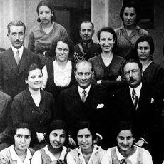Atatürk'ün İstanbul'dan Bursa'ya İzmir Zaferinin Kutlamaları İçin Giden Öğretmenlere Yaptığı Tarihi Konuşma