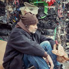Bir Sözlük Yazarının Sokakta Yaşayan Evsizle Mutluluk Üzerine Herkese Ders Olacak Konuşması