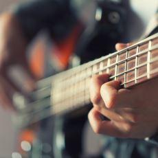 Bas Gitarın Gereksiz Bir Enstrüman Olmadığına Dair İkna Edici Bir Örnek