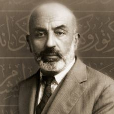 Kalemini Cennetteki Mürekkebe Batırmış Şair: Mehmet Akif Ersoy'un Şiirlerinden Enfes Alıntılar