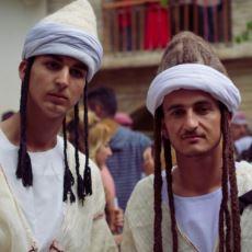 Tanrı ile Birlikte Melek Tavus Adlı Meleğe de Tapılan Farklı Bir Din: Yezidilik