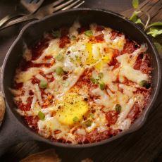 Evdeki Malzemelerle Hazırlayabileceğiniz Çok Lezzetli Bir Fırında Yumurta Tarifi