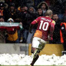 Sneijder ve Belhanda'nın 10 Numara Olayına Geçmişten Örneklerle Bakan Bir Yazı