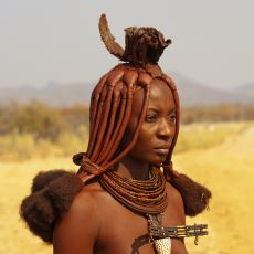 Tanıdığınız Bütün Kültürlerden Farklı Bir Yaşam Tarzına Sahip, Kırmızı Vücutlu Bir Kabile: Himbalar