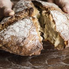 Bir Aşçının Püf Noktalarıyla: Leziz Bir Ekşi Mayalı Ekmek Tarifi